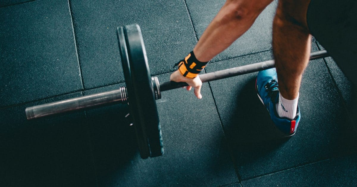 Doubleblind: A man lifting weights at a gym. In this article, Doubleblind talks to NeonMind on whether Psilocybin can help you lose weight.